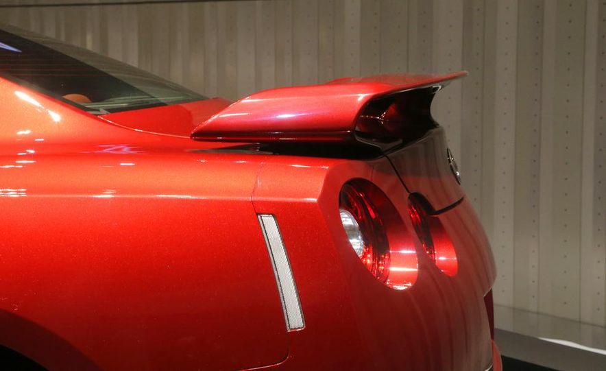 2015 Nissan GT-R - Slide 30