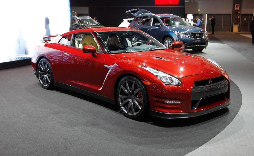 2015 Nissan GT-R - Slide 2
