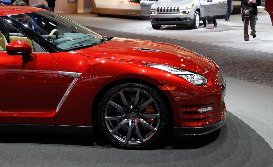 2015 Nissan GT-R - Slide 11