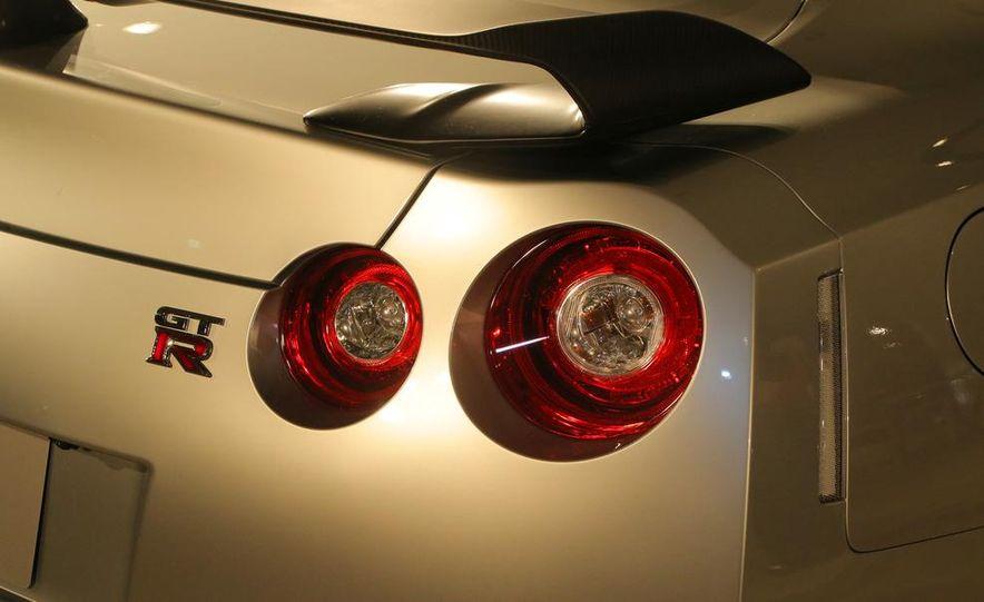 2015 Nissan GT-R - Slide 35