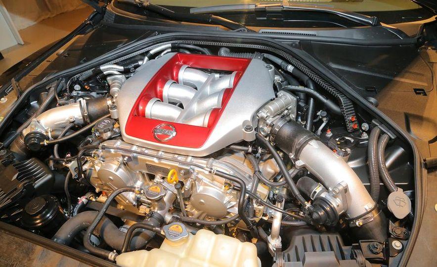 2015 Nissan GT-R - Slide 43