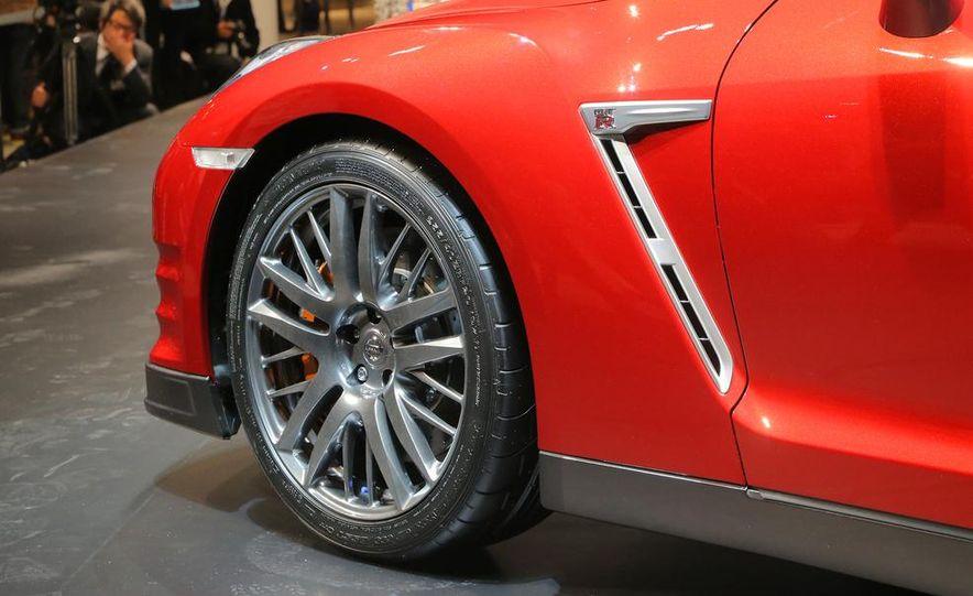 2015 Nissan GT-R - Slide 25