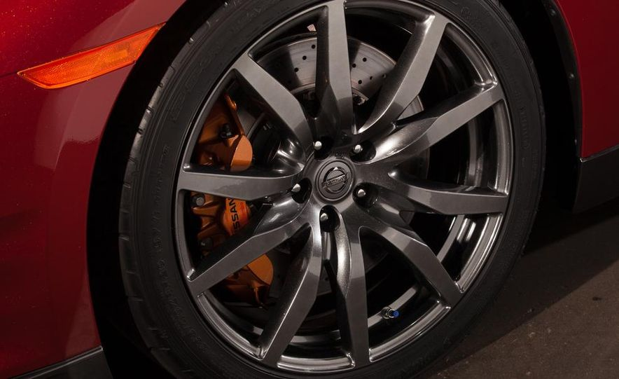 2015 Nissan GT-R - Slide 58