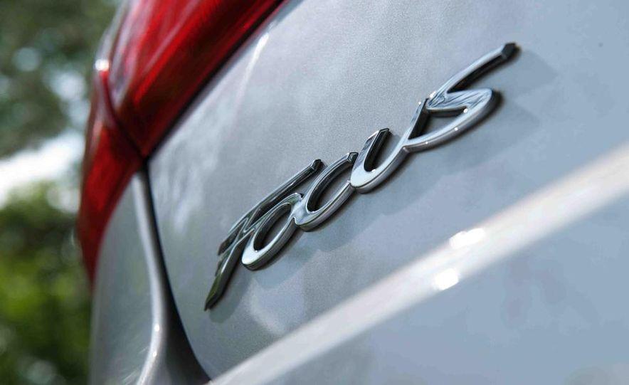 2012 Ford Focus SE - Slide 6