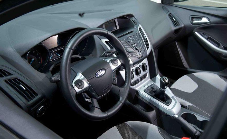 2012 Ford Focus SE - Slide 8