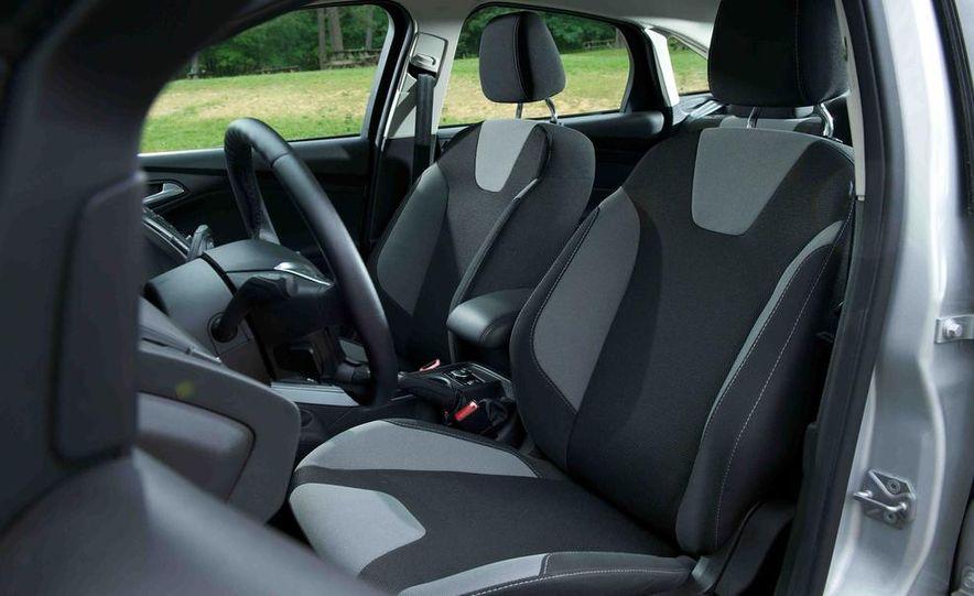 2012 Ford Focus SE - Slide 9