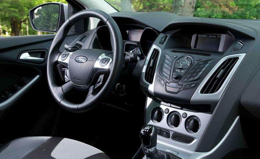 2012 Ford Focus SE - Slide 10