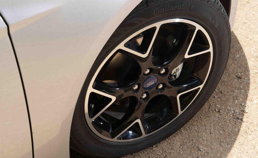 2012 Ford Focus SE - Slide 7