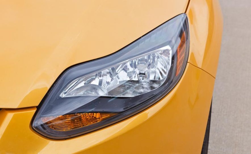 2012 Ford Focus SE - Slide 18