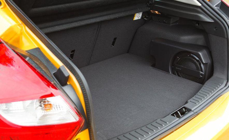 2012 Ford Focus SE - Slide 21