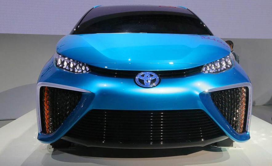 Toyota FCV concept - Slide 3