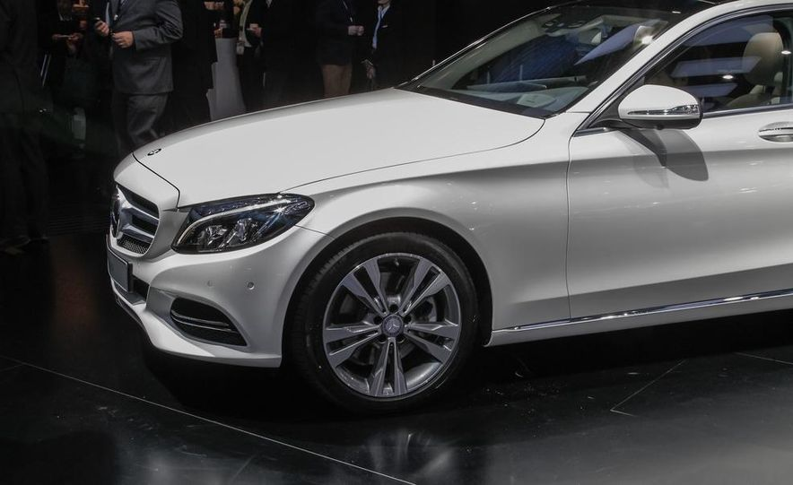 2015 Mercedes-Benz C400 - Slide 14
