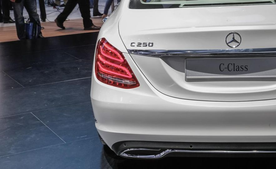 2015 Mercedes-Benz C400 - Slide 19