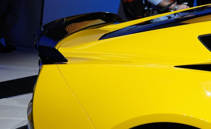 2015 Chevrolet Corvette Z06 - Slide 16