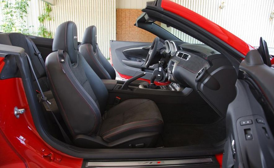 2015 Ford Mustang convertible - Slide 31