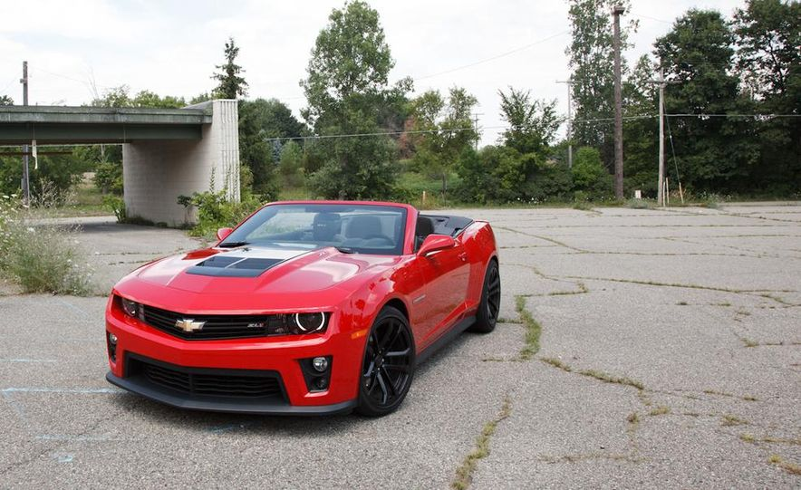 2015 Ford Mustang convertible - Slide 26