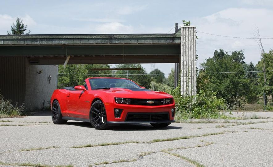 2015 Ford Mustang convertible - Slide 28