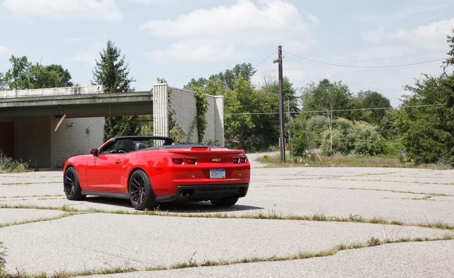 2015 Ford Mustang convertible - Slide 29