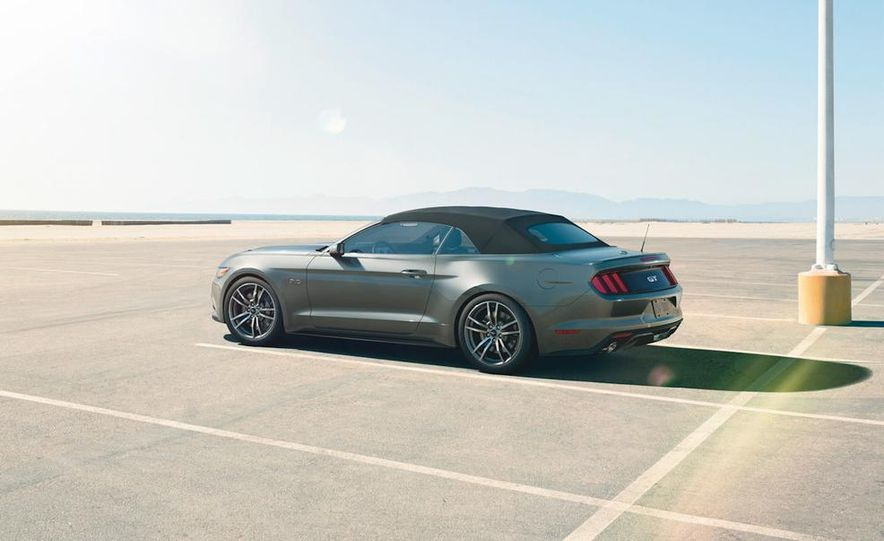 2015 Ford Mustang convertible - Slide 2
