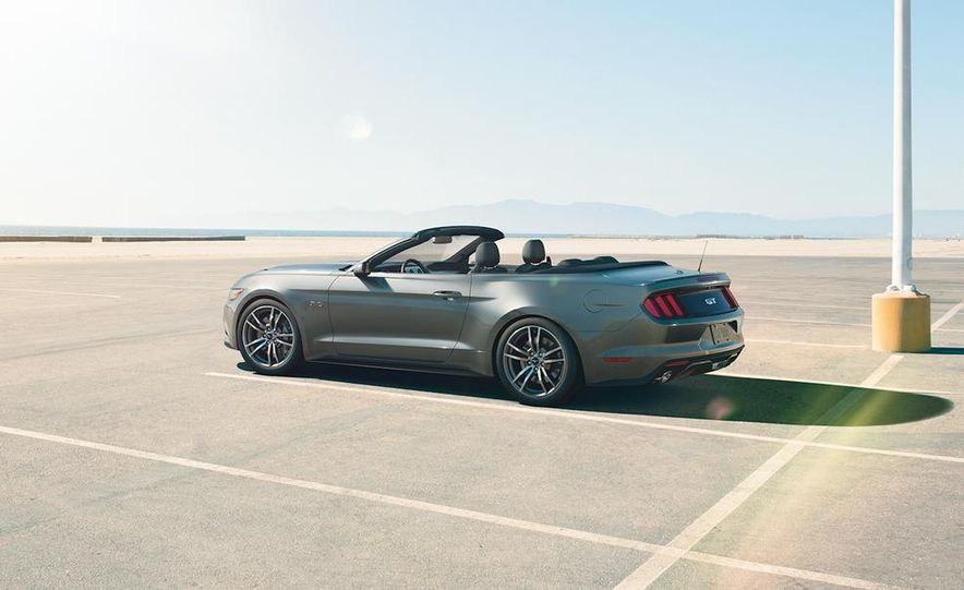 2015 Ford Mustang convertible - Slide 3