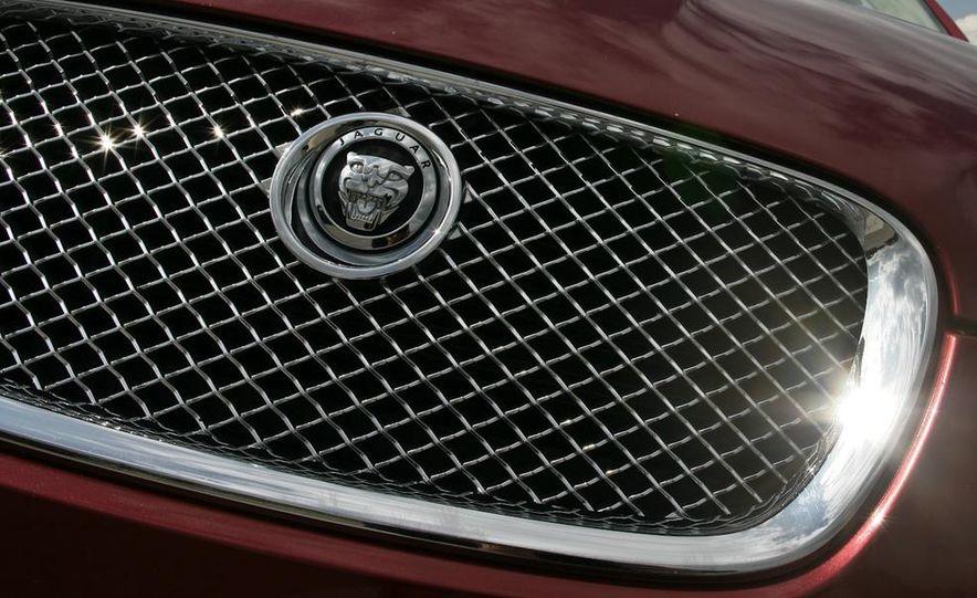 2013 Jaguar XF 2.0T - Slide 102