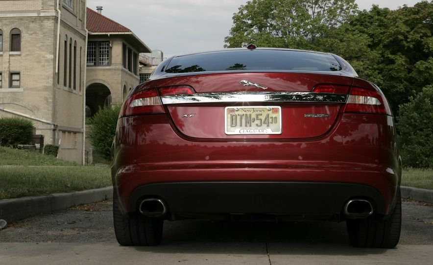 2013 Jaguar XF 2.0T - Slide 100