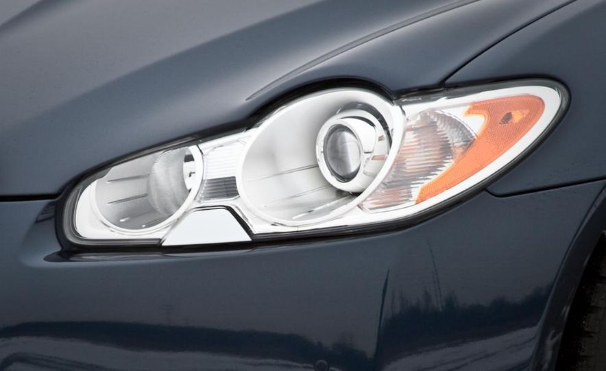 2013 Jaguar XF 2.0T - Slide 60