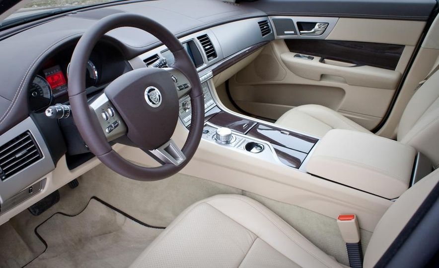 2013 Jaguar XF 2.0T - Slide 63