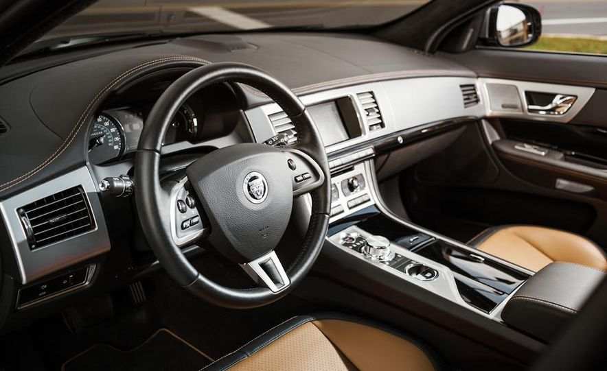 2013 Jaguar XF 2.0T - Slide 21