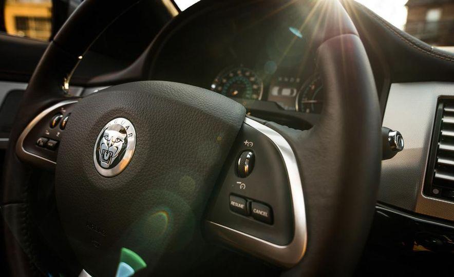 2013 Jaguar XF 2.0T - Slide 24