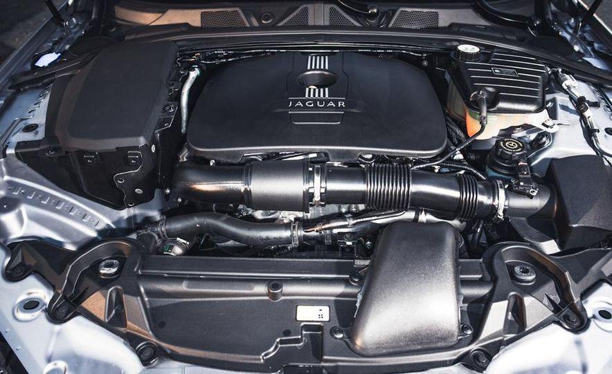 2013 Jaguar XF 2.0T - Slide 32