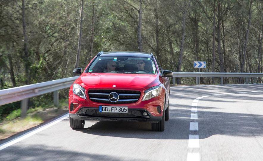 2015 Mercedes-Benz GLA-class - Slide 1