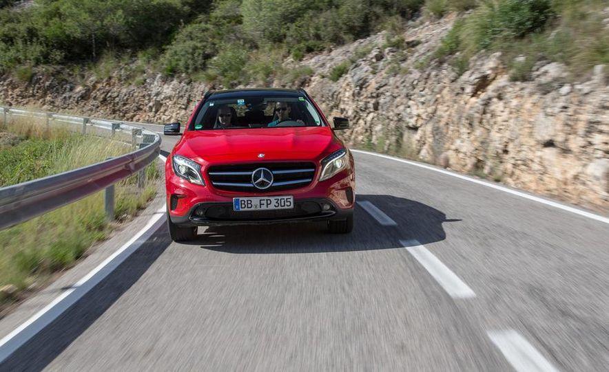 2015 Mercedes-Benz GLA-class - Slide 12
