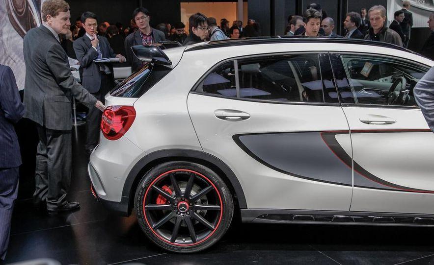 2015 Mercedes-Benz GLA45 AMG - Slide 11