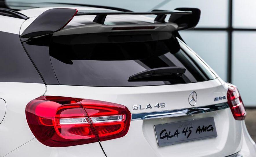 2015 Mercedes-Benz GLA45 AMG - Slide 33