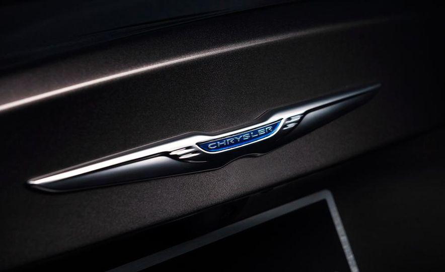 2015 Chrysler 200C - Slide 29