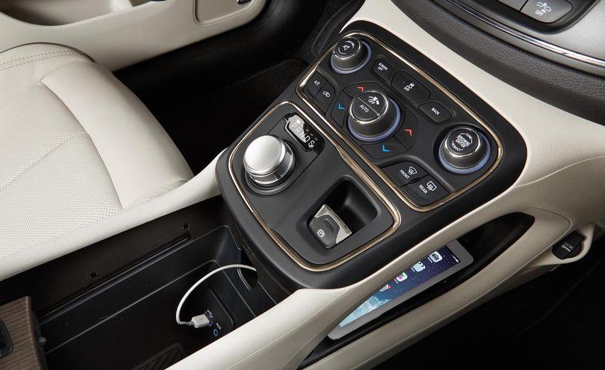 2015 Chrysler 200C - Slide 34