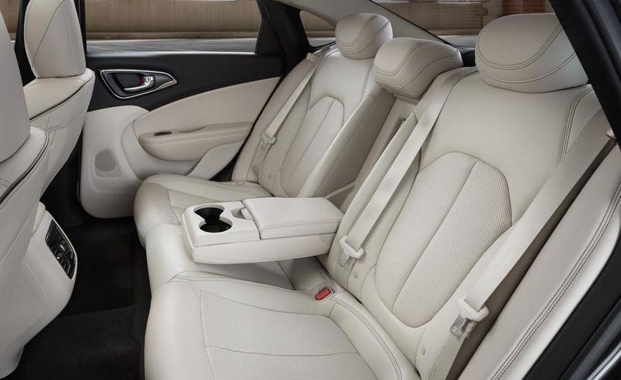 2015 Chrysler 200C - Slide 33