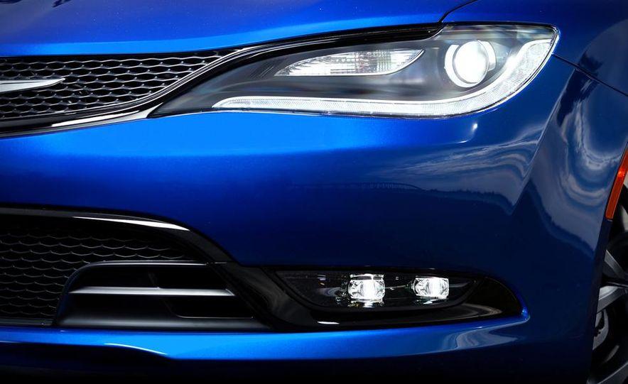 2015 Chrysler 200C - Slide 57