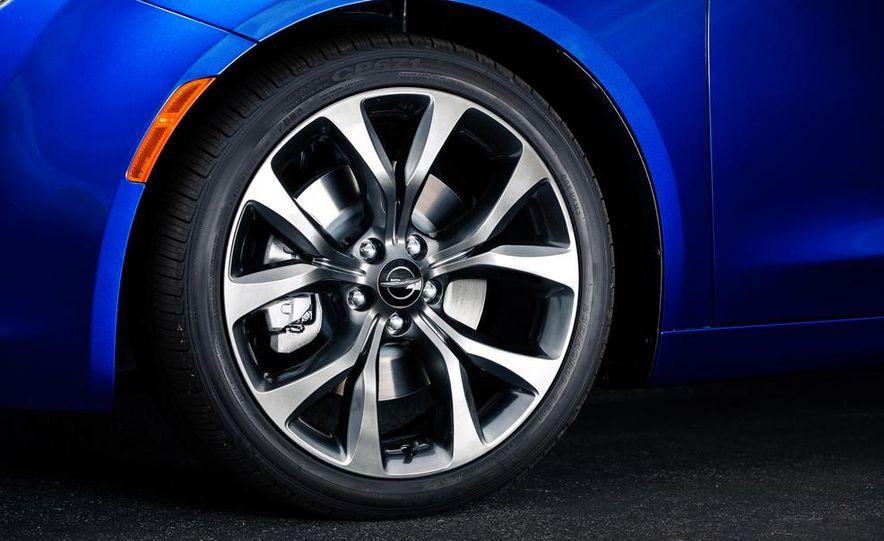 2015 Chrysler 200C - Slide 60
