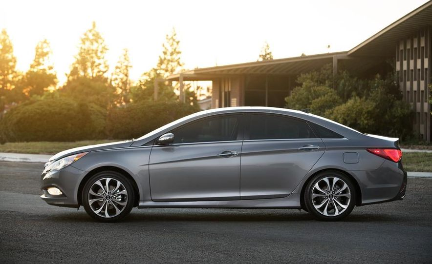 2015 Hyundai Sonata (spy photo) - Slide 17
