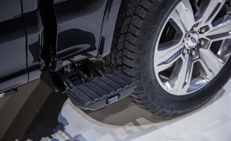 2015 Ford F-150 - Slide 14
