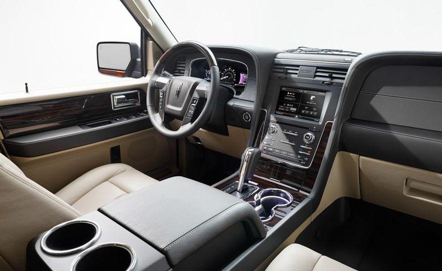 2015 Lincoln Navigator L - Slide 24