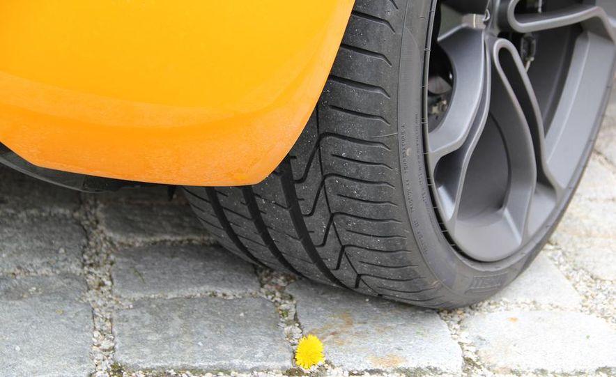 2014 McLaren 12C coupes - Slide 17