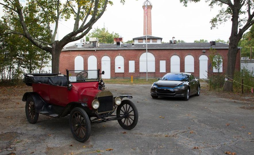 2013 Tesla Model S P85 and 1915 Ford Model T - Slide 85