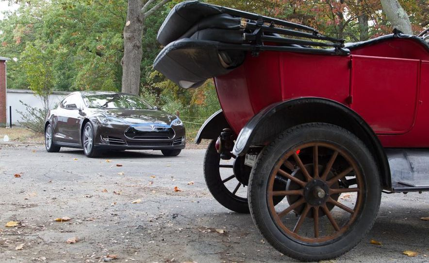 2013 Tesla Model S P85 and 1915 Ford Model T - Slide 86