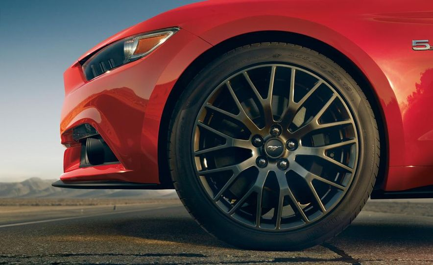 2015 Ford Mustang and GT convertible - Slide 34
