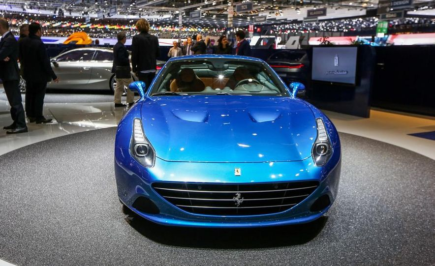 2015 Ferrari California T - Slide 16