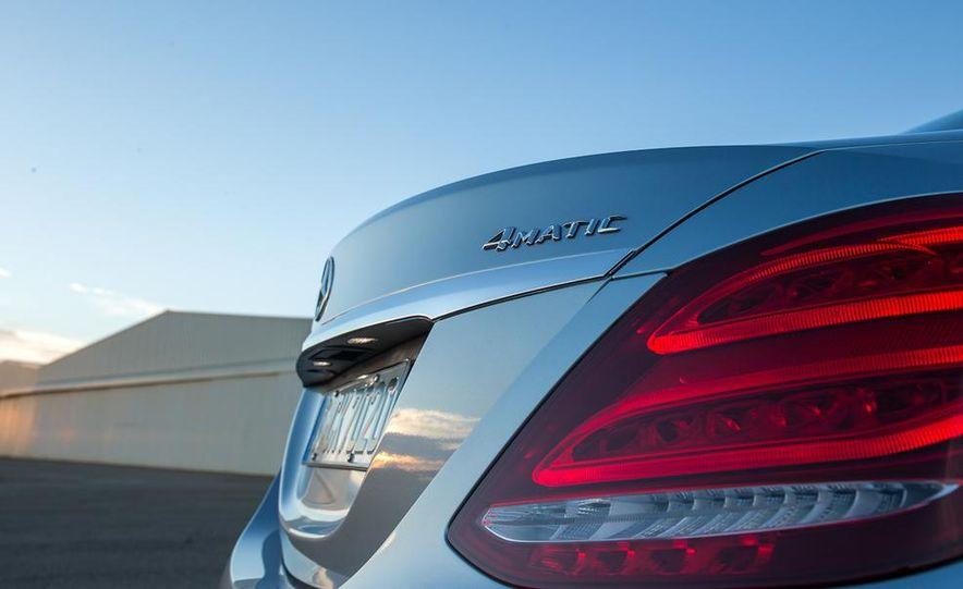 2015 Mercedes-Benz C400 4MATIC sedan - Slide 13
