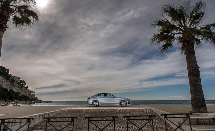 2015 Mercedes-Benz C400 4MATIC sedan - Slide 8